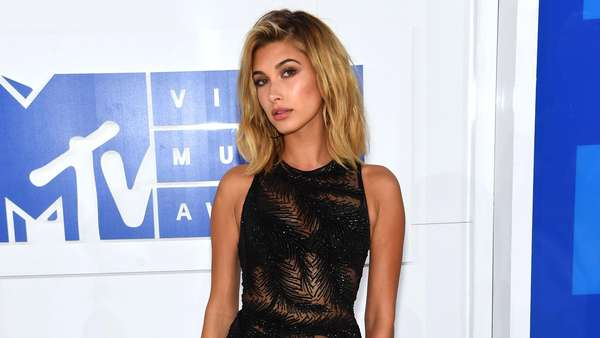 Parade Seleb Seksi di MTV Video Music Awards 2016