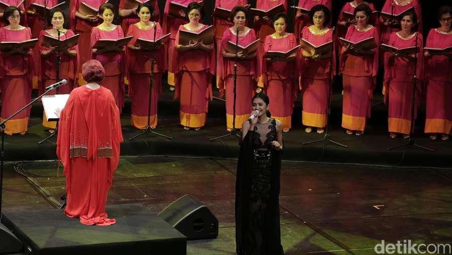 Mikha Tambayong Cerita Sulitnya Bawakan Lagu Chrisye