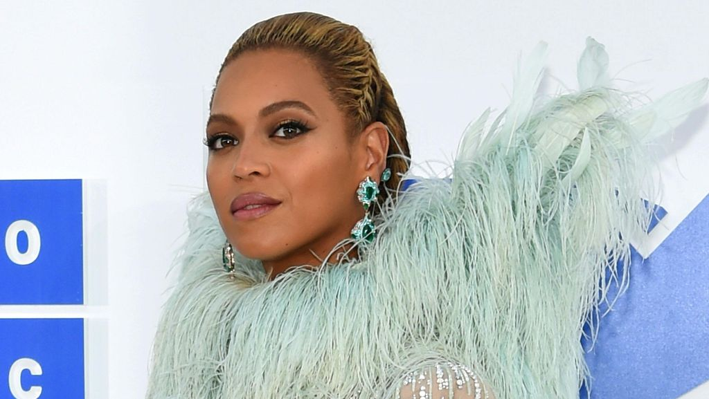 Beyonce Kenakan Gaun Bak Bidadari dan Perhiasan Rp 167 M di VMA 2016