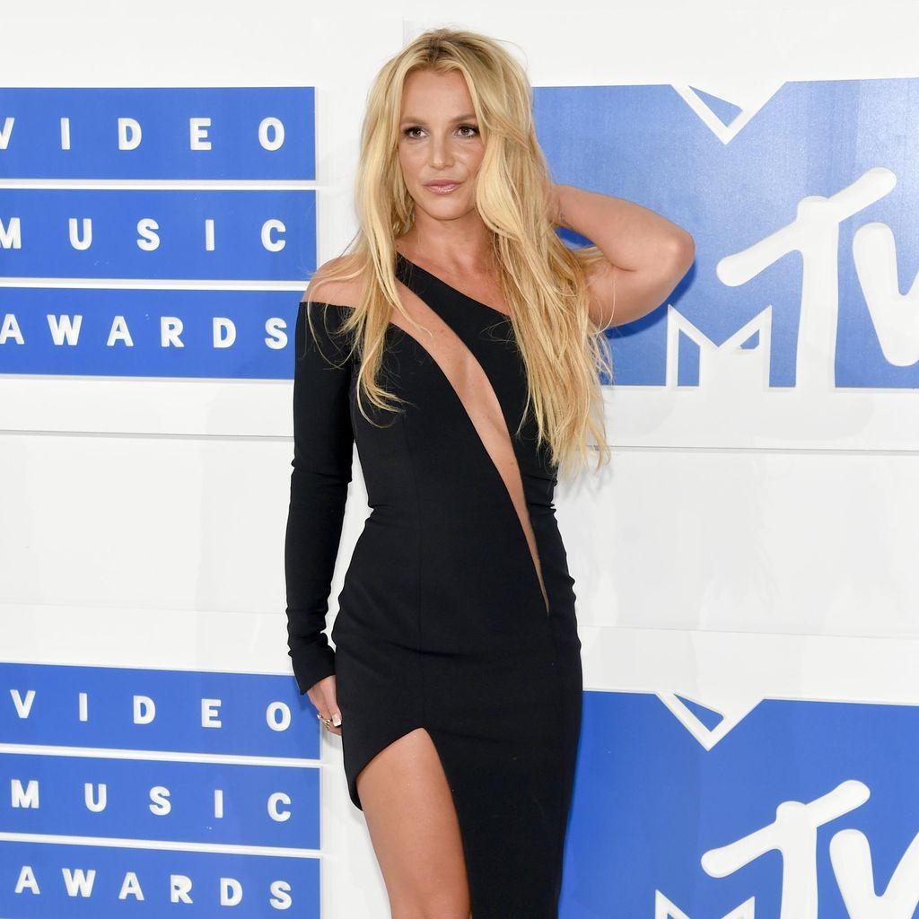 Naksir Tom Hiddleston, Britney Spears Sewa Makcomblang?