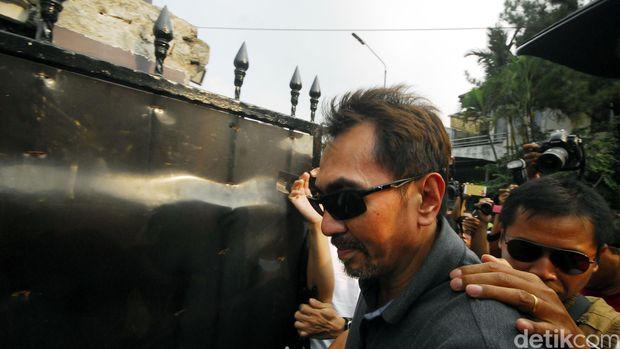 Gatot, Dewi Aminah dan Reza Artamevia ditangkap di Lombok.