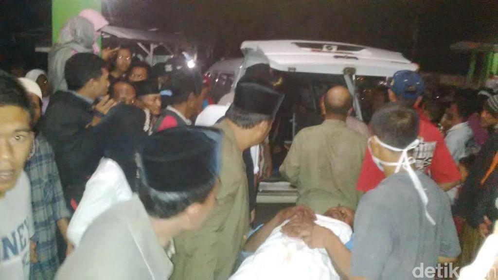 Pikap Angkut Rombongan Takziah Terbalik di Batang, 7 Orang Tewas