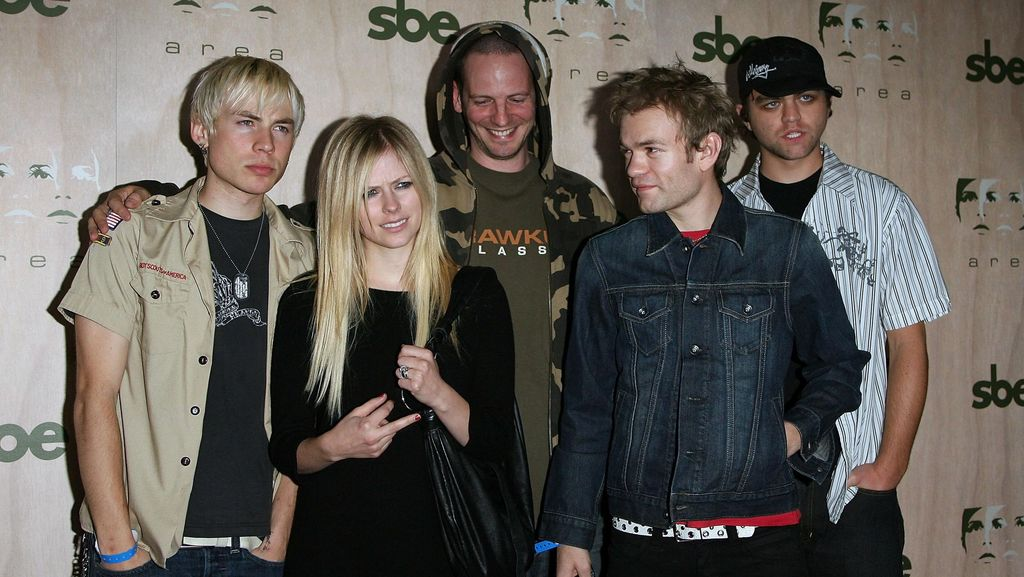 Saat Masih Nikahi Avril Lavigne, Deryck Sum 41 Diancam Akan Dibunuh