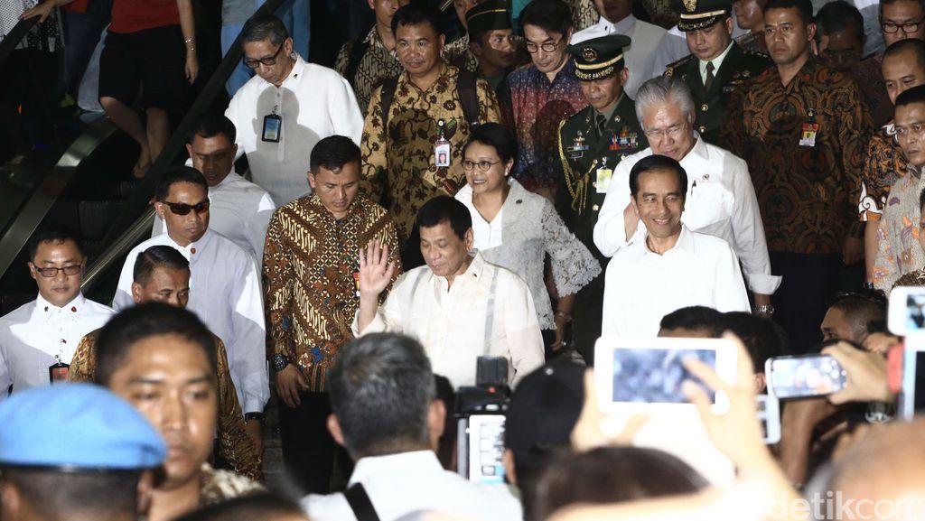 Bukan Blusukan Biasa Saat Jokowi Ajak Duterte hingga Zuckerberg ke Tanah Abang