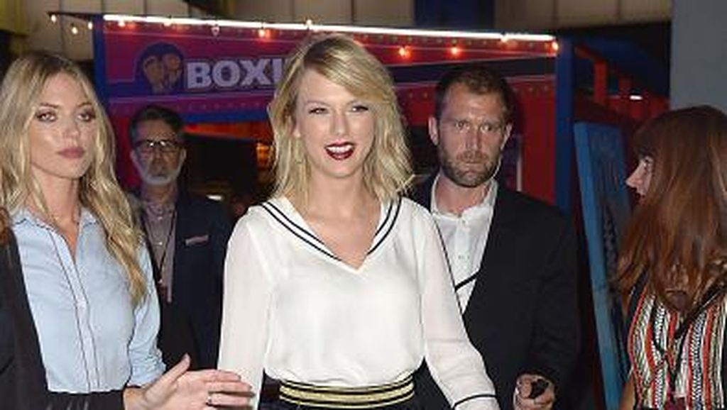 Taylor Swift Pertama Kalinya Nyanyikan Lagu Calvin Harris