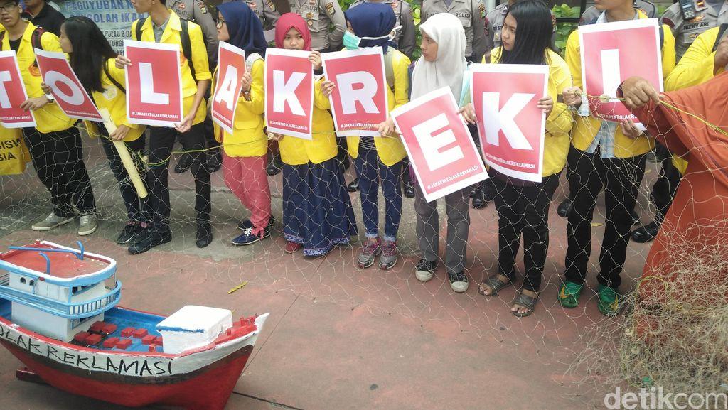 BEM UI Demo di Kemenko Maritim Tolak Reklamasi Teluk Jakarta