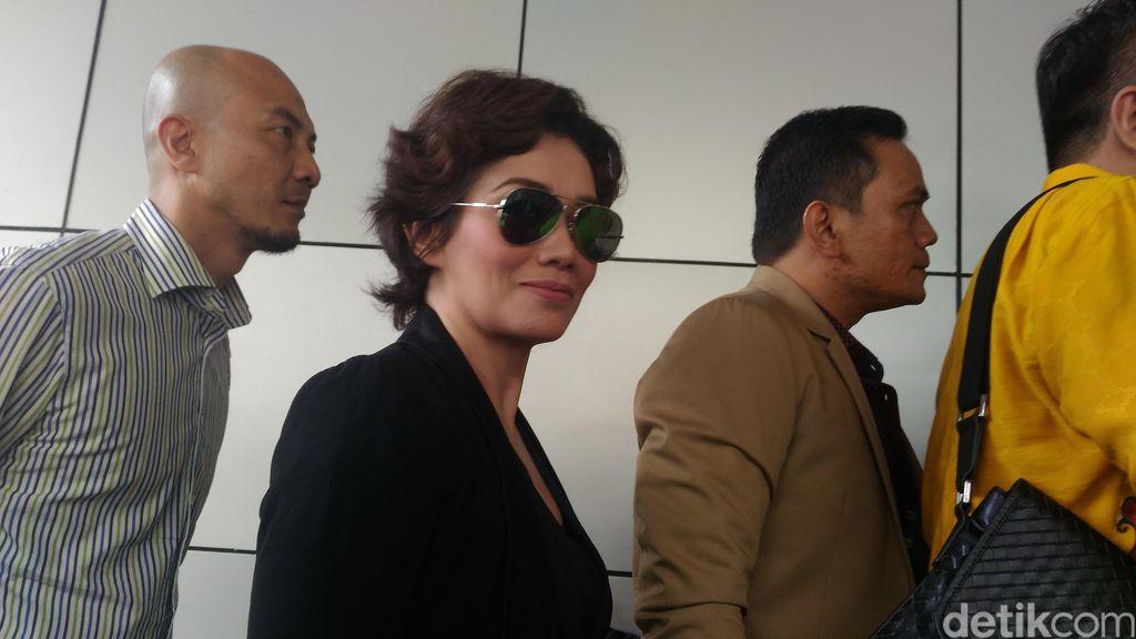 Polisi akan Dalami Kedekatan Reza Artamevia dengan Gatot