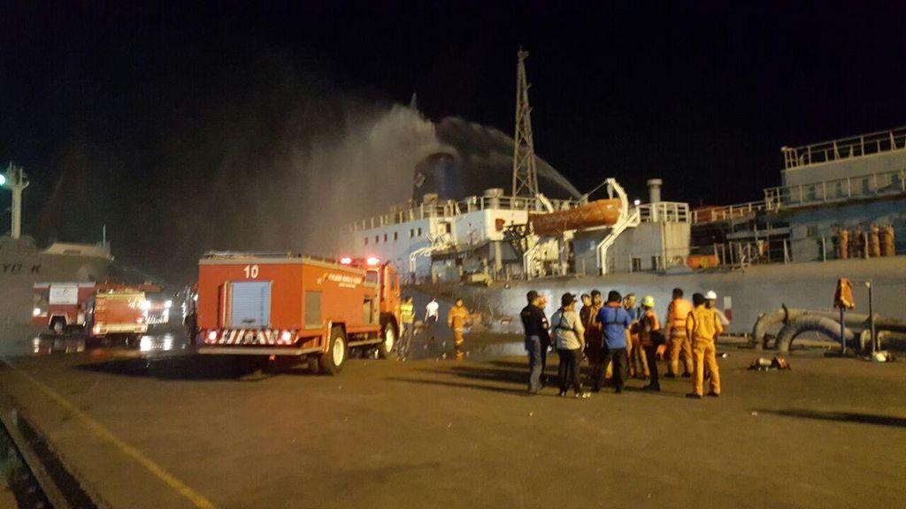 Kapal Terbakar di Tanjung Priok Pengangkut Semen, Diduga karena Korsleting