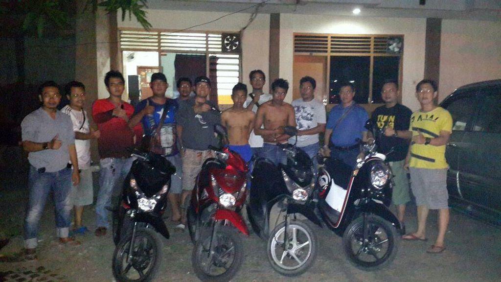 Polisi Ringkus 2 Orang Begal Motor Bersenpi di Karawang