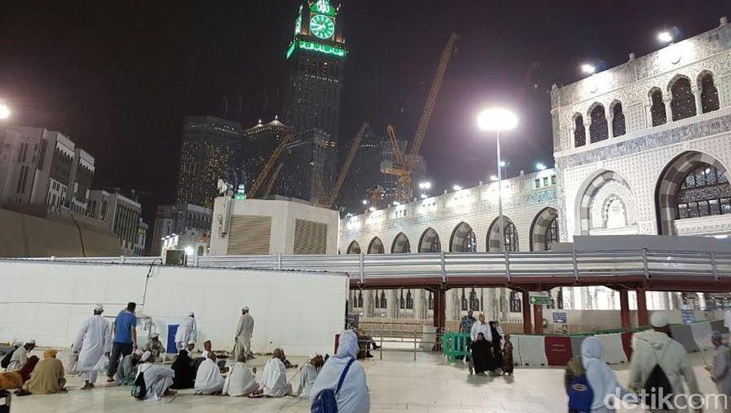 Angin Kencang, Debu dan Gerimis Warnai Sore di Kota Makkah