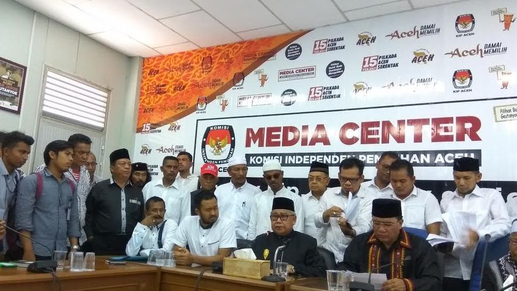 Sempat Terkendala Soal Jumlah KTP, Petahana Zaini Abdulah Daftar Cagub ke KIP Aceh