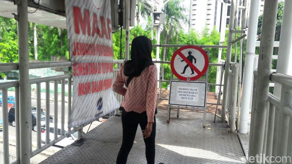 Sudah Hampir Setahun, Tulisan Maaf Bertengger di JPO Polda Metro
