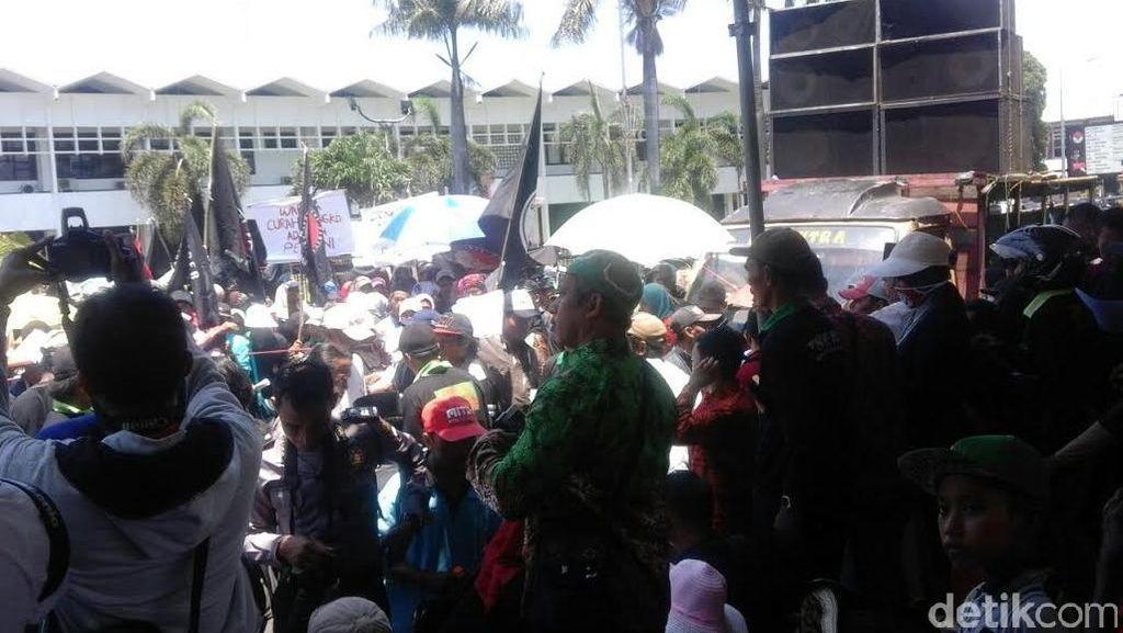 Ratusan Petani Tagih Janji Bupati Jember Soal Redistribusi Tanah