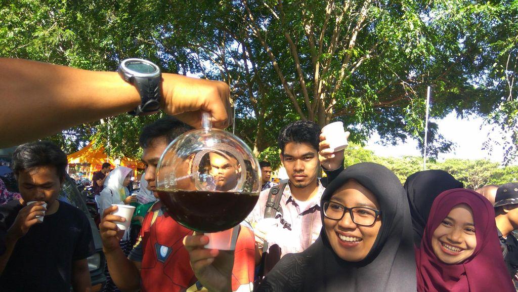 Peringati Hari Kopi Sedunia, 1000 Gelas Kopi Dibagi Gratis di Aceh