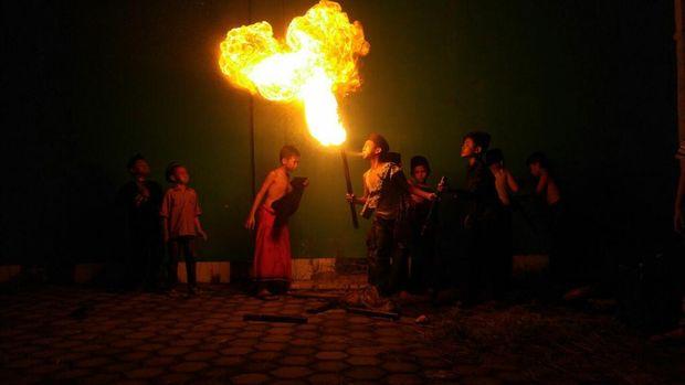 Foto: Para santri bermain sepak bola pi (Angling Adhitya Purbaya/detikcom)