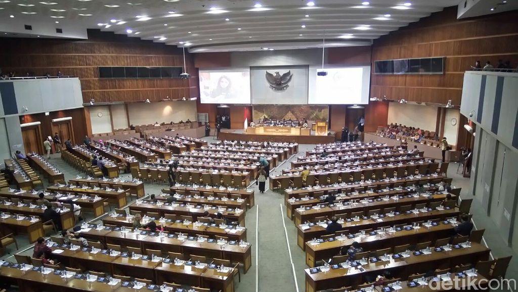 Anggota DPR Sibuk Urus Pilkada, Pembahasan 9 RUU Molor