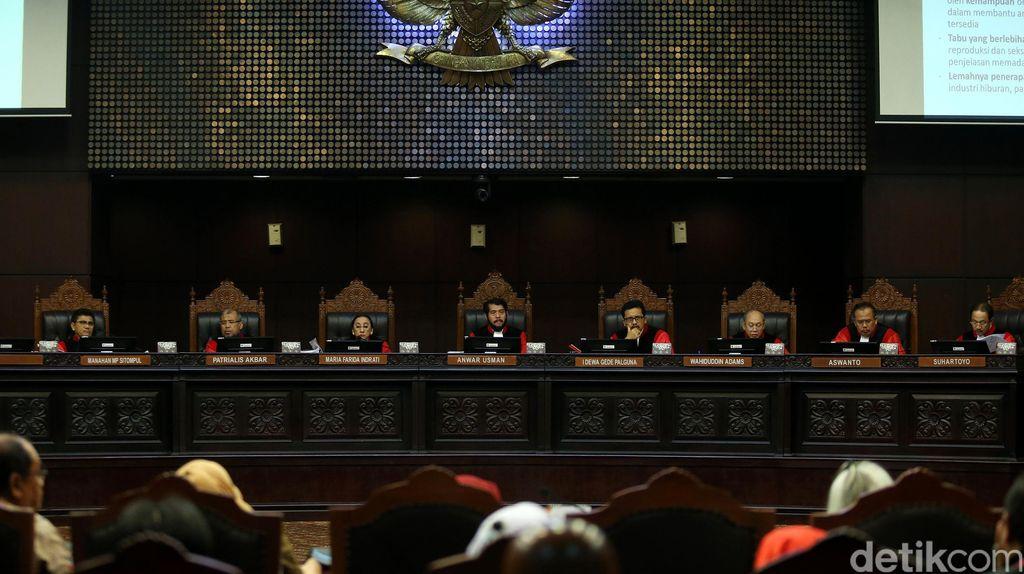 Hakim MK: Parpol yang Boleh Mengajukan Calon Adalah yang Disahkan Pengadilan