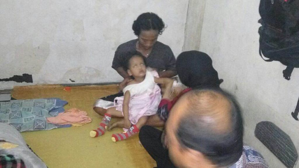 Ditinggalkan Ibu dan Dianiaya Ayah, Bocah Tunanetra ini Dibawa ke Panti Sosial
