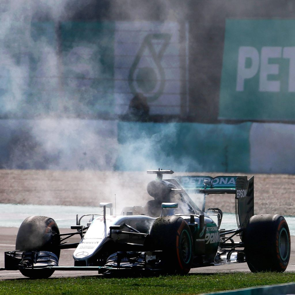 Mercedes Masih Selidiki Penyebab Kerusakan Mesin Mobil Hamilton