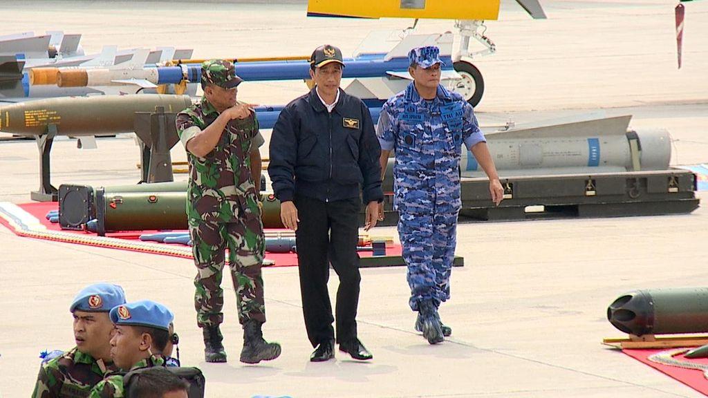 Saksikan Latihan TNI AU di Natuna, Jokowi Jajal Kokpit Sukhoi SU-30