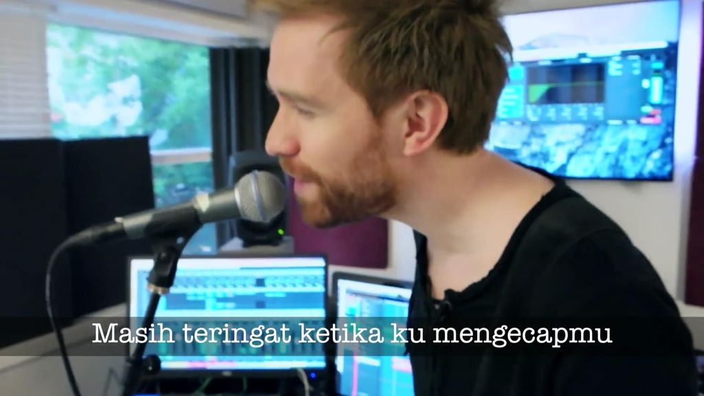 Viral di Medsos, Bule Ini Jatuh Cinta dengan Nasi Padang dan Bikin Lagu
