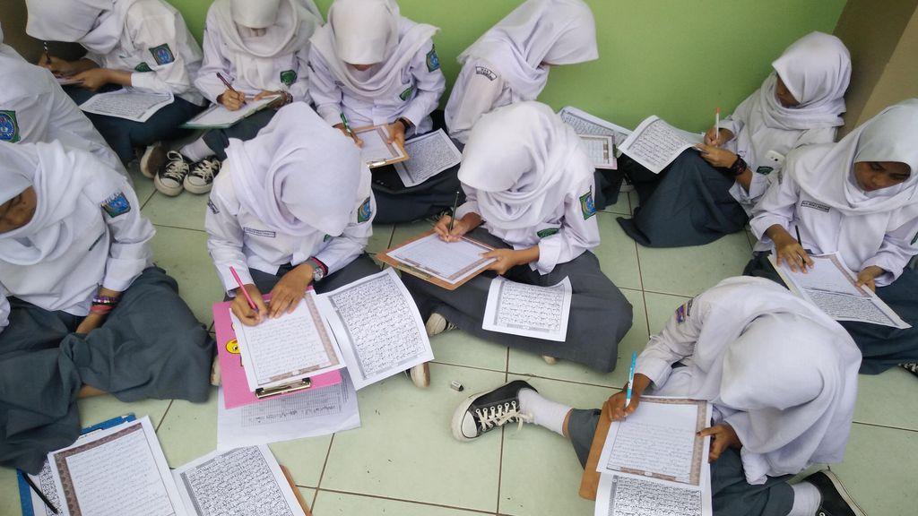 Kemenag Apresiasi Gerakan Tulis Ulang Alquran di Man 2 Bandung