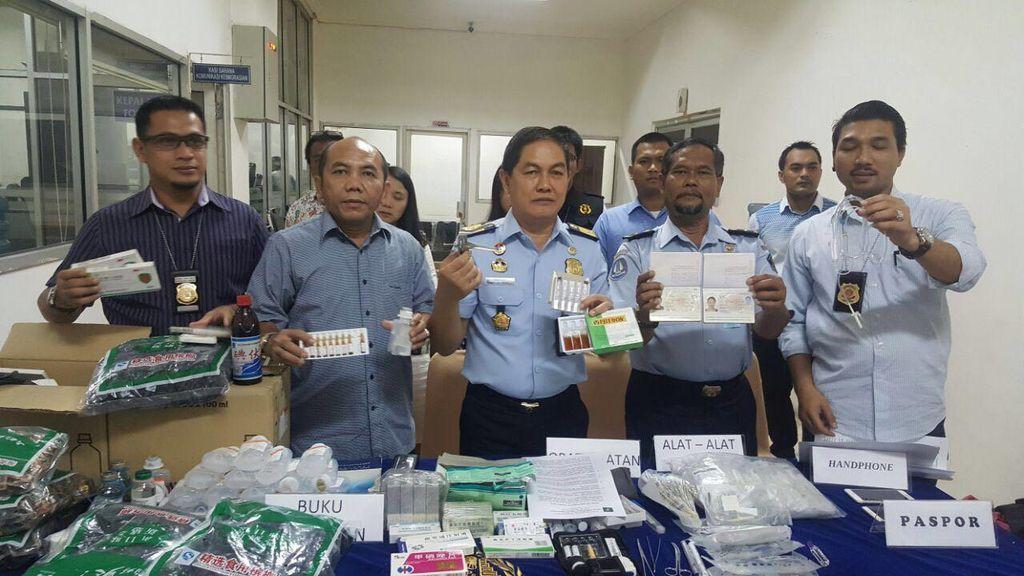 Praktik Medis Ilegal Berkedok Pijat Refleksi di Jakbar, 2 WNA Diamankan