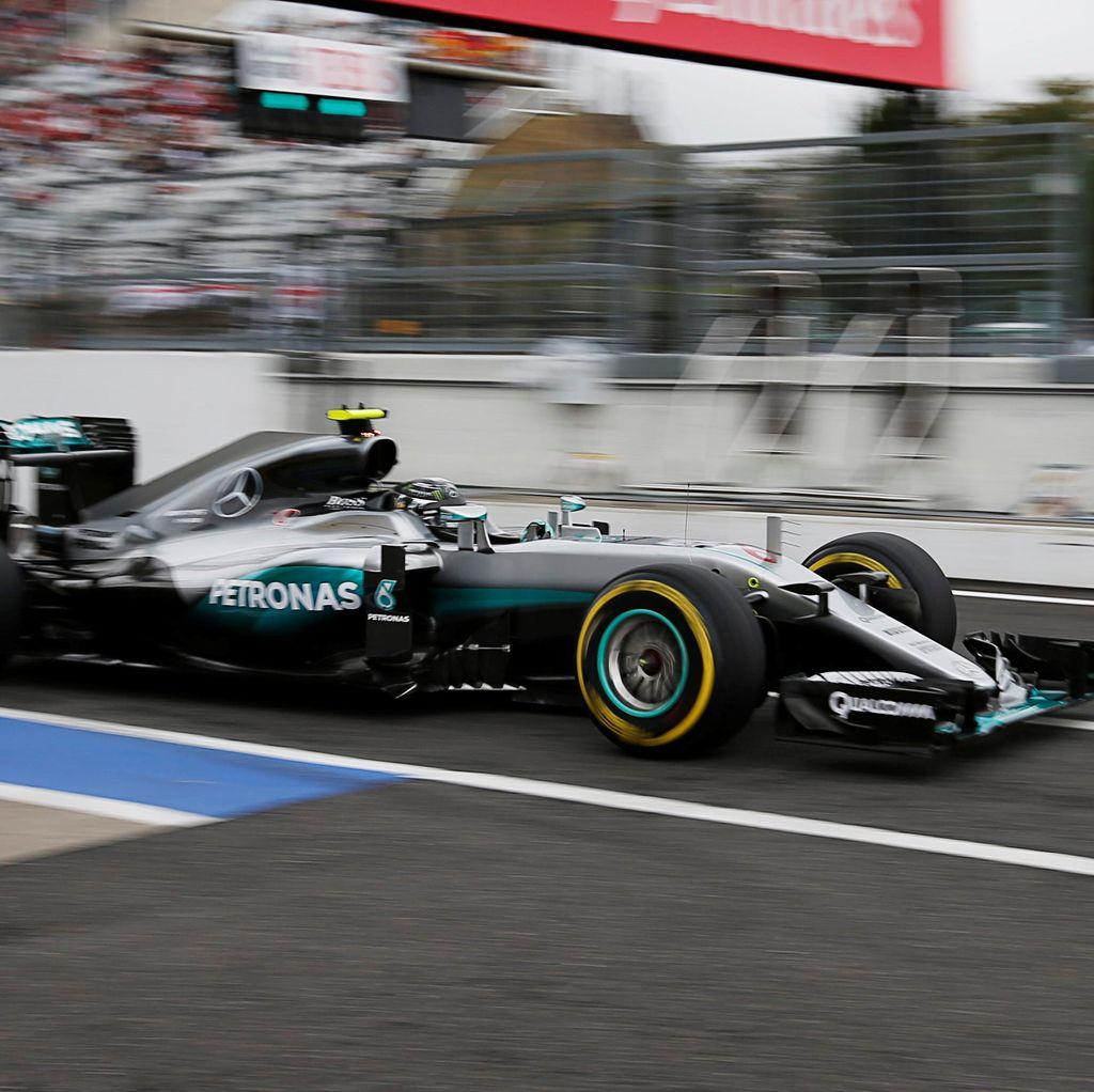 Rosberg Raih Pole berkat Keunggulan Tipis atas Hamilton
