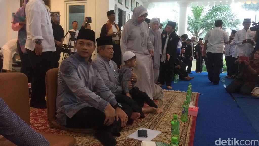 Di Hadapan SBY, Ratusan Santri Deklarasikan Dukungan untuk Agus-Sylvi