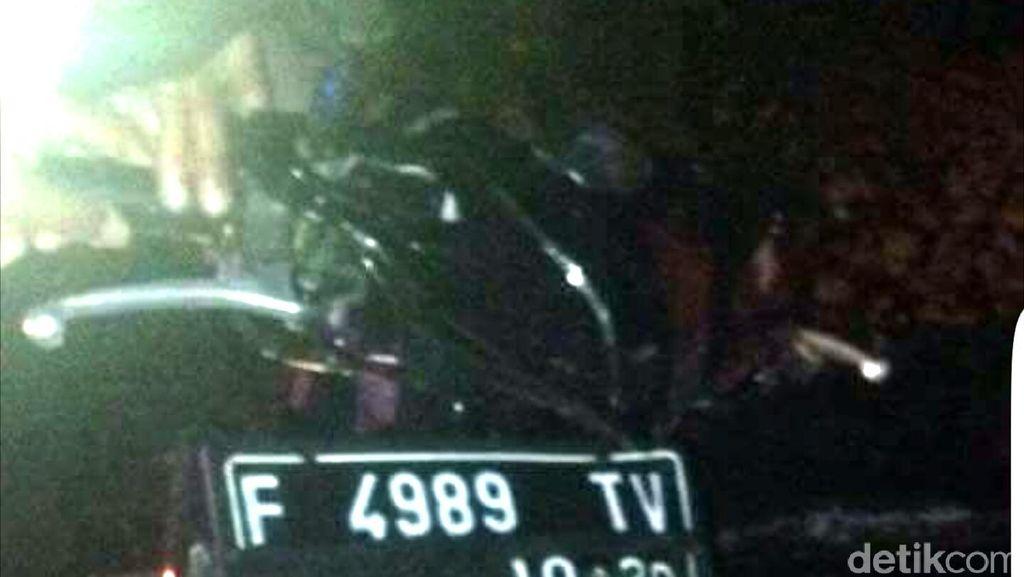 Tabrak Truk yang Lagi Tambal Ban, 2 ABG di Sukabumi Tewas