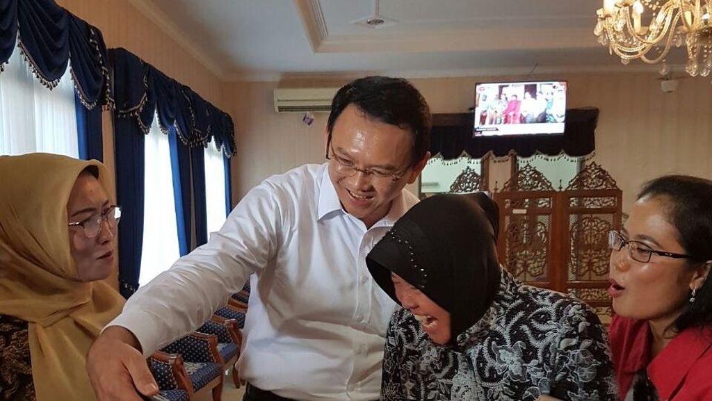 Momen Mesra Ahok dan Risma: Selfie hingga Gotong Royong Menangkan Pilkada
