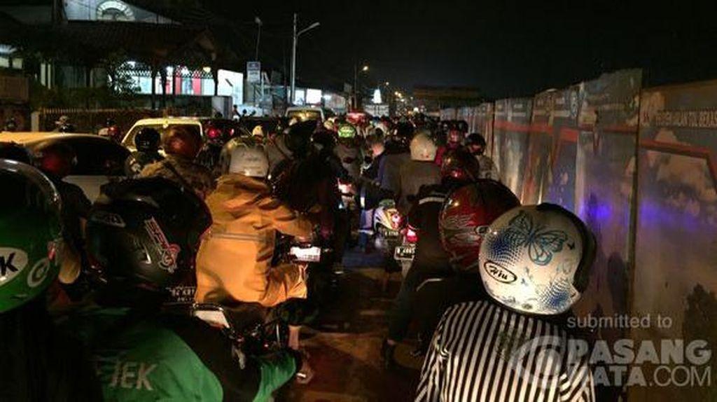 Lalu Lintas di Beberapa Ruas Jakarta Masih Macet Pasca Hujan
