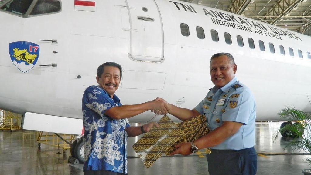 Lion Air Group Hibahkan Pesawat Boeing 737-400 untuk TNI AU
