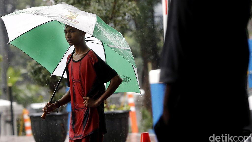 BMKG Minta Masyarakat Waspada Hujan Lebat dan Angin Kencang hingga 27 Oktober