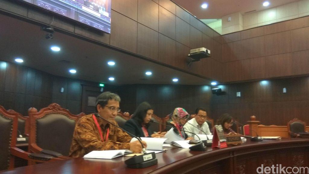 KPU Gugat UU Pilkada ke MK, Kewajiban Patuhi DPR Diminta Dibatalkan