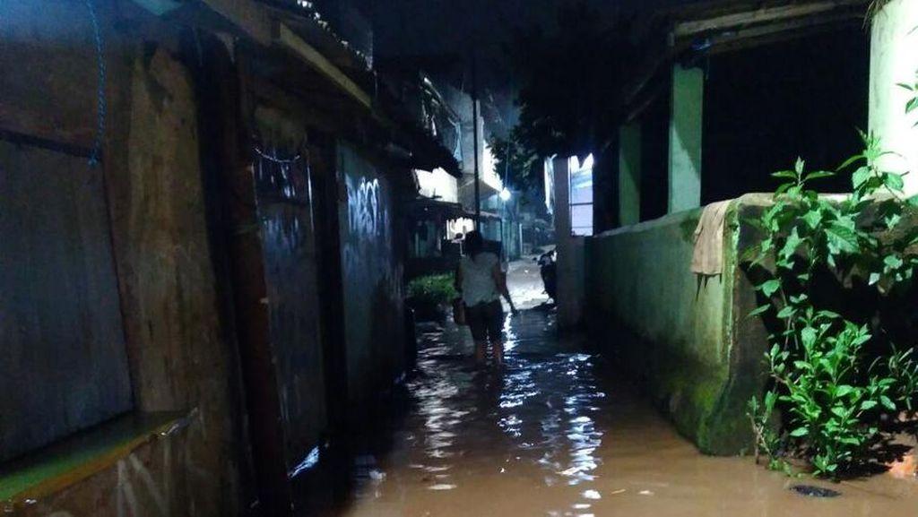 Banjir di Kampung Melayu Surut, Pejaten Timur Masih Tergenang 90 Cm