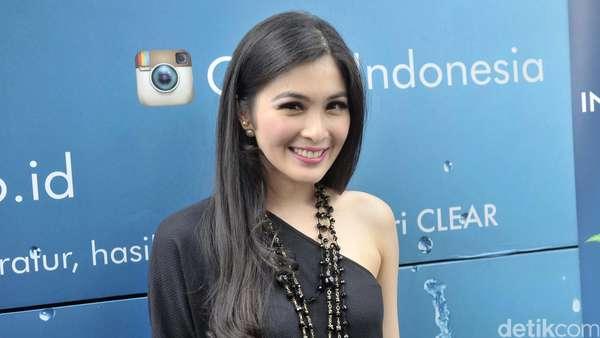 Soon To Be Bride! Sandra Dewi Berseri-seri