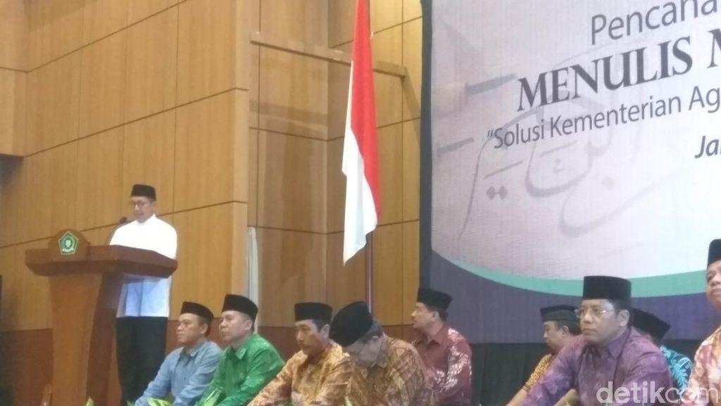 Menag Lukman Pimpin Ribuan Santri Se-Indonesia Menulis Mushaf