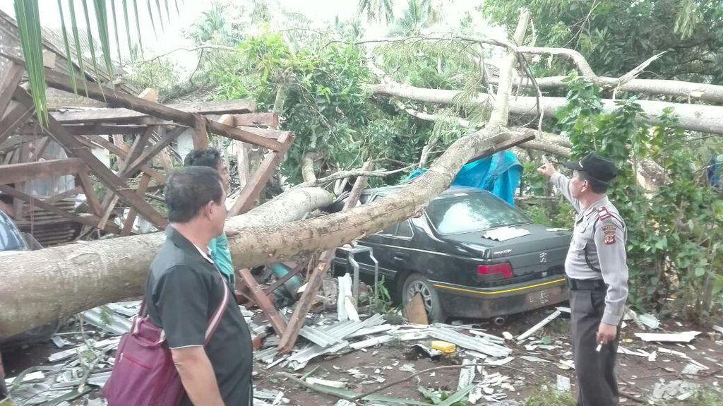 Puting Beliung di Pangandaran, Ratusan Rumah Rusak dan Satu Orang Tewas