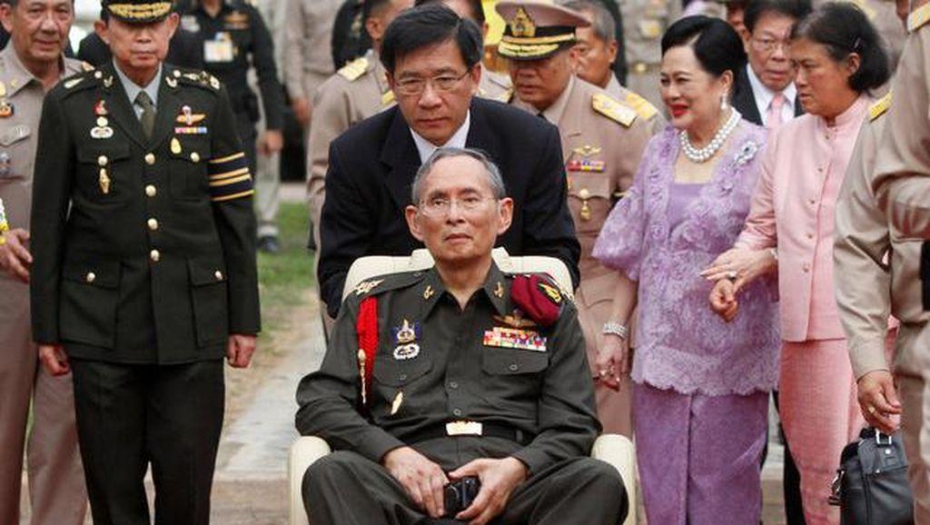 Media di Thailand Wajib Tayangkan Gambar dan Video Hitam Putih Raja Bhumibol