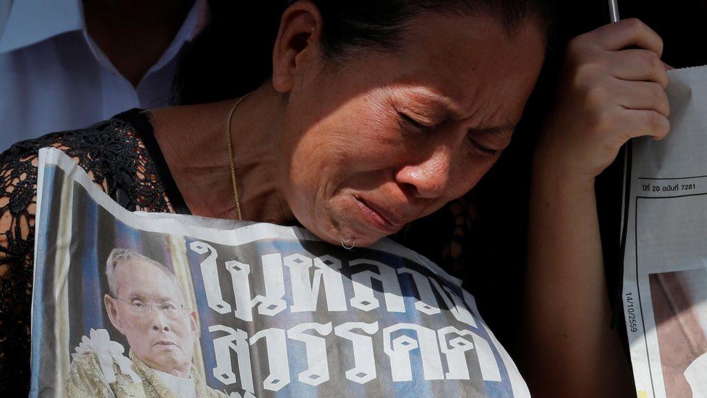 Masa Berkabung Nasional, Penjualan Pakaian Warna Hitam Melonjak di Thailand