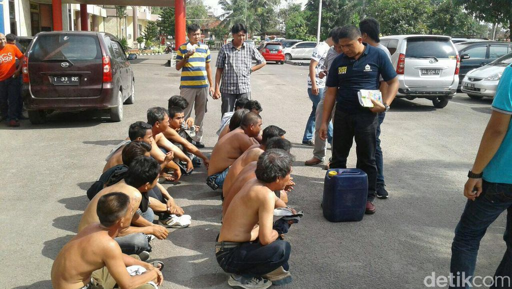 Para Pemalak Angkot di Palembang Ditangkap dan Disuruh Nyanyi Padamu Negeri