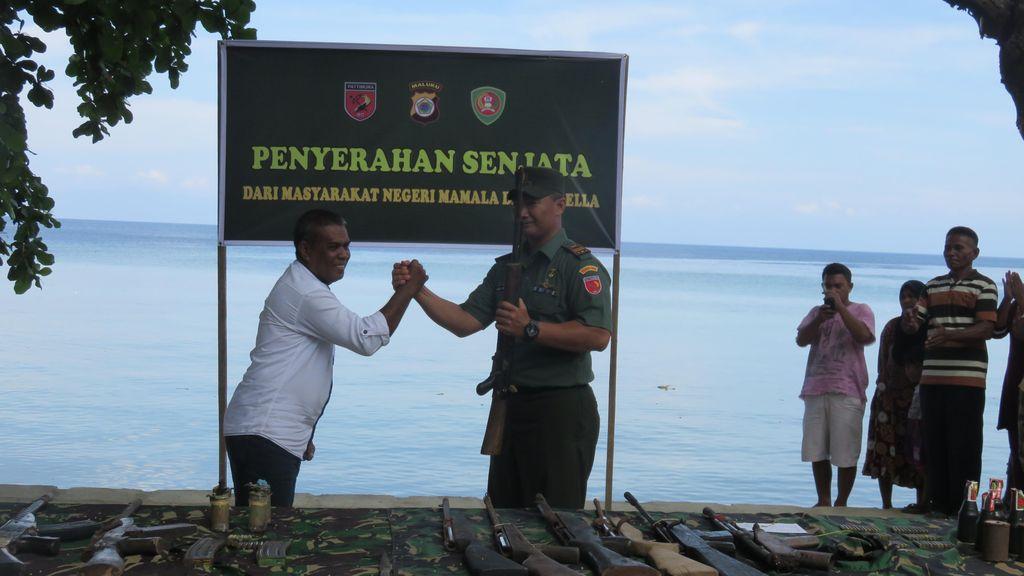 Konflik Panjang Berakhir, 2 Desa di Ambon Berdamai dan Serahkan Senpi