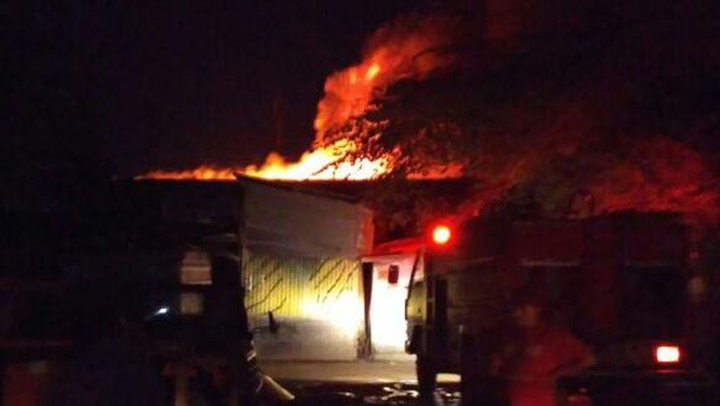 Puluhan Kios di Pasar Comboran, Malang Terbakar