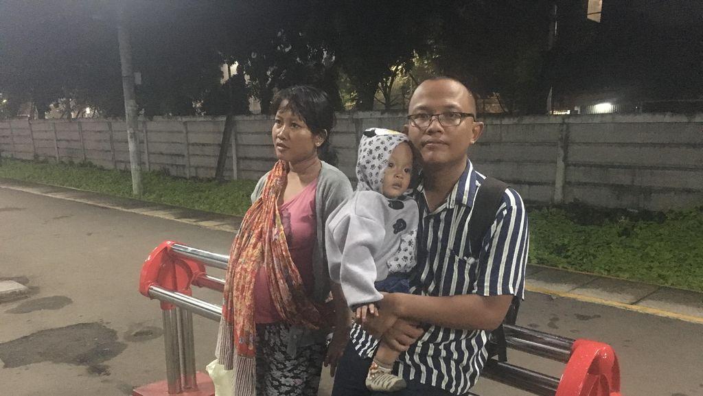 Ibu Hamil Keluhkan Kursi Jemuran di Stasiun Pasar Minggu