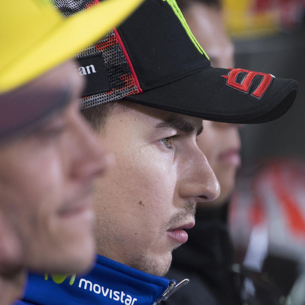 Lorenzo Mesti Bangkit dan Atasi Problem, Bisa Belajar dari Marquez dan Rossi