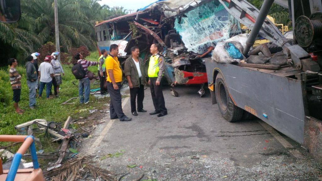 Dua Bus Tabrakan di Labuhan Batu Sumut, 4 Orang Tewas