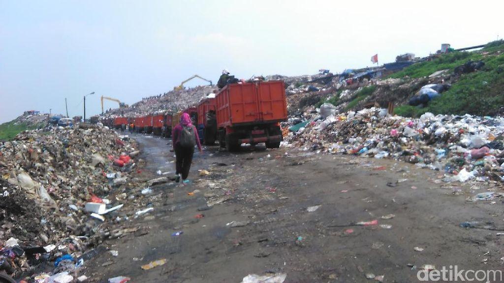 Ini Penjelasan Dinas Kebersihan soal Truk Antre Belasan Jam di Bantargebang