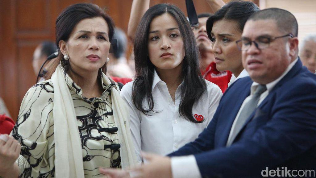 Hadir di PN Jaksel, Istri Irman Gusman: Saya Hanya Ingin Keadilan