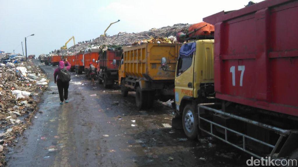 Truk Sampah Antre Lama di Bantargebang, Sopir Bengkak Pengeluaran dan Pingsan
